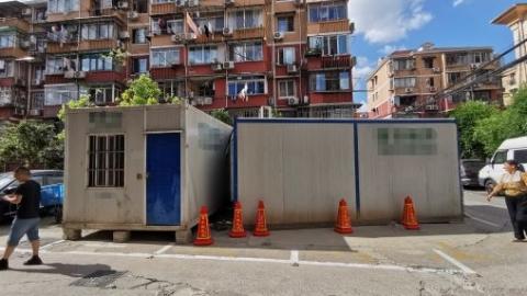夏令热线 | 电动车、旧家具都来占座……小区停车难题如何治?
