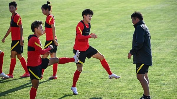 苒情岁月|今天下午开战,中国女足首秀就遇上了老对手