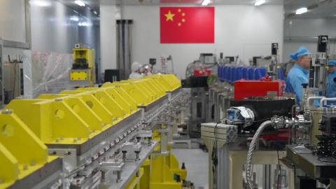 """小身材有大本事!上海科学家为自由电子激光装置""""瘦身"""" 并率先完成原理验证"""