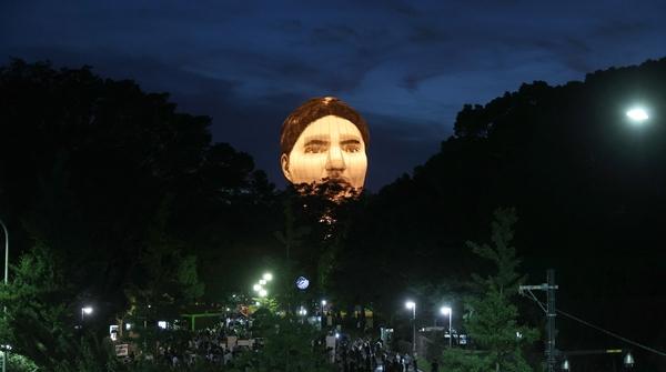 """东瀛漫步 那个飘荡在奥运赛场上空的""""人脸气球"""",还在吗?"""