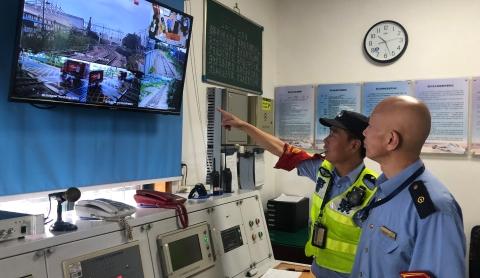 """迎战台风""""烟花""""  铁警全覆盖排查安全隐患"""