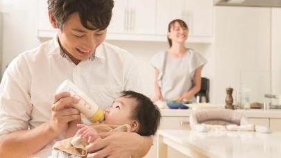 """日本""""育儿爸爸""""既甜蜜又纠结"""