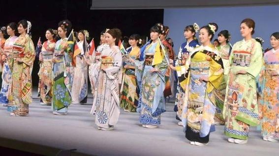 惊艳!东京奥运会把世界搬上和服,中国和服还有小熊猫