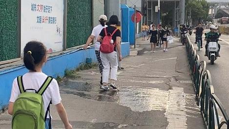 """新闻追踪 污水排除还复来 周边市民盼""""根治"""""""