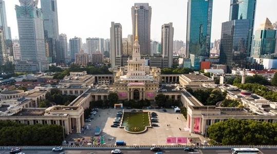 闪闪红星熠熠生辉 上海展览中心外立面保护性修缮工程过半