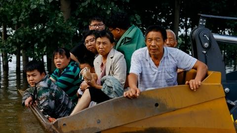 12小时救出600人,上海救援队驰援重灾区新乡