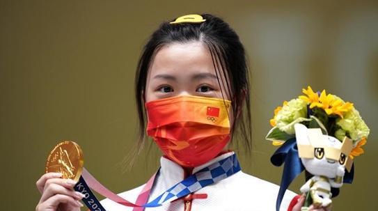 射落东京奥运首金的杨倩,还有另一个身份……