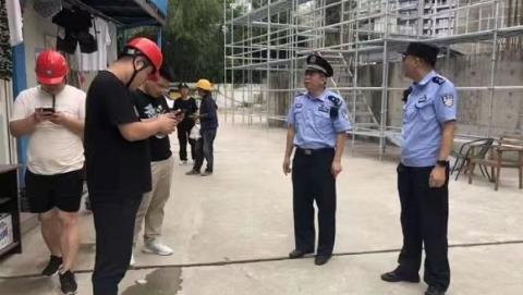 """闹市区、东海边、街镇内……台风""""烟花""""来袭,浦东警方全员迎战"""
