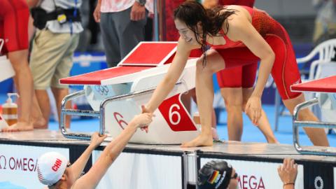 游泳首个决赛日诞生新奥运纪录 中国泳军刷新女子自由泳接力亚洲纪录
