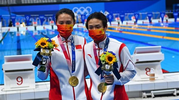 """金鸿一瞥丨互相戴上金牌,她们成全了彼此""""三十而已""""的倔强"""