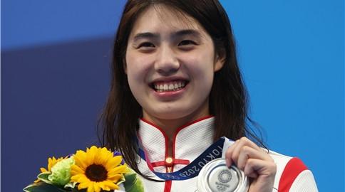 瀛奥运·人物丨心态超棒!憾失金牌后,张雨霏对着镜头甜笑大喊加油