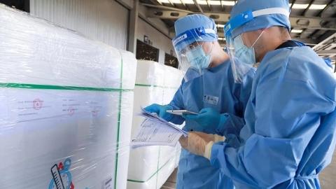 """200万剂疫苗安全顺利出口 浦东机场海关""""保驾护航"""""""