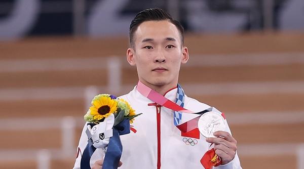 瀛奥运·人物|如果知道肖若腾一路走来的艰辛,你会更想给他一个拥抱