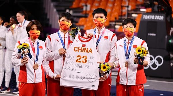 苒情岁月|中国篮球时隔29年再次拿到奥运奖牌!这群姑娘又美又飒!