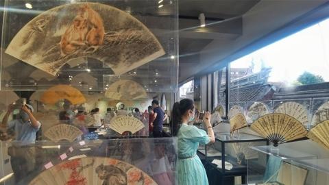 咫尺间的风雅 全国名家书画扇展在沪揭幕