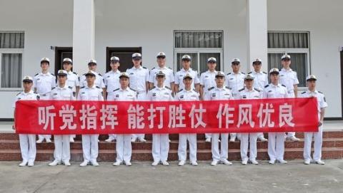 军人的节日我们的使命!东部战区海军某基地教导大队举行重温军人誓词仪式