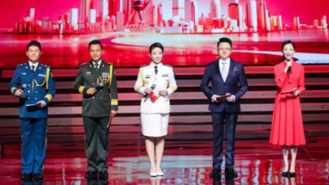 这位上海八一特别节目的实习主持,践行着她在天安门广场上的青春誓言