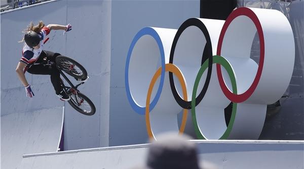 瀛奥运·人物丨她从餐厅后厨骑到奥运领奖台