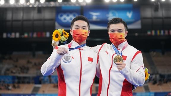 瀛奥运·观察丨一日豪夺五金两破世界纪录,中国健儿好样的!