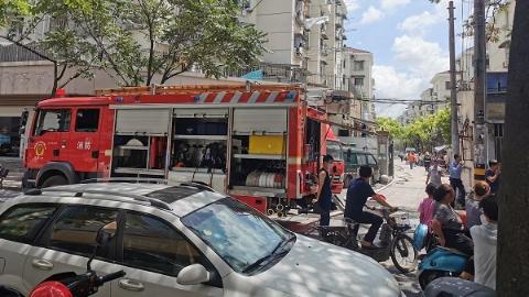 昨天中午普陀一小区居民家中突发火灾 幸无人员伤亡