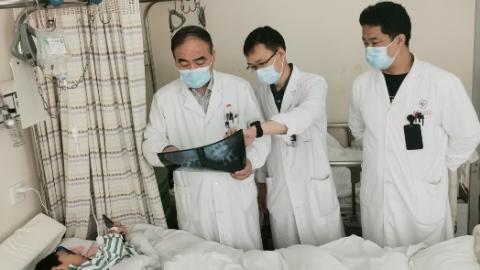 """5龄童患上颈椎巨大恶性肿瘤 长征医院首创手术入路成功""""拆弹与重建"""""""