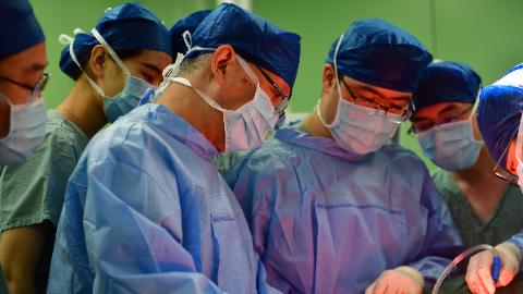 胸壁20斤肿瘤 竟也是甲状腺癌作祟? 50岁女性颈胸巨大肿瘤成功切除