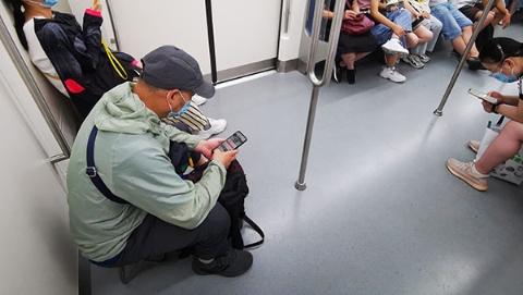 新民快评 矫正地铁不文明行为要靠细则
