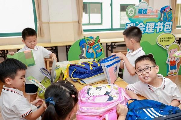 """上海这所小学给孩子们开账户,""""奖励券""""兑文具还可以兑电影票"""