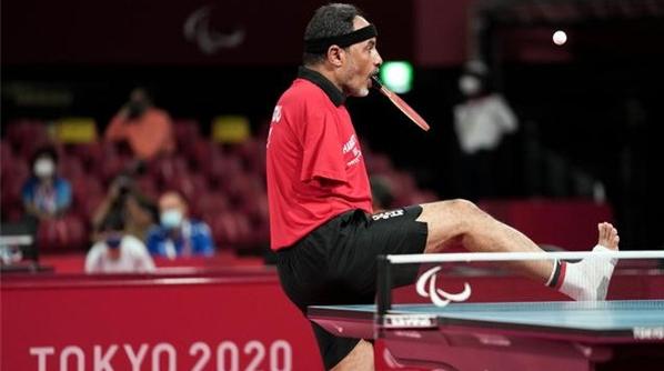 体育精神 运动励志丨口咬球拍,用脚发球,他是残奥会唯一用嘴打乒乓的运动员