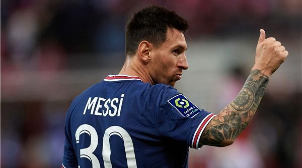 连对手球迷也在高呼他的名字,大巴黎开启梅西时代!