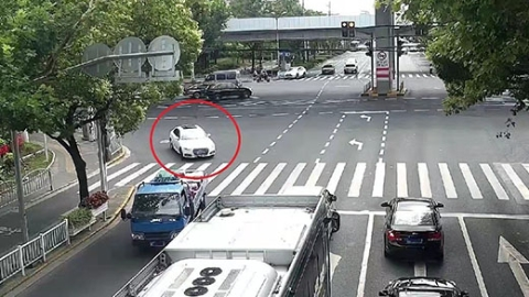 因醉驾被警方吊销驾驶证后,依然心存侥幸开车上路,结果……