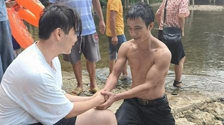 他学会了救人与自救!上海财大哈萨克小伙在贵州侗乡勇救落水者