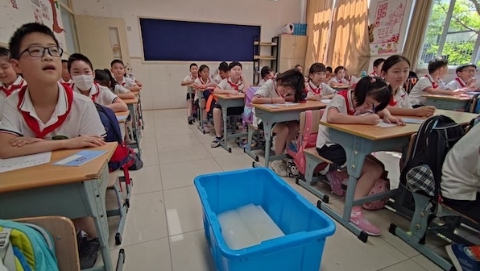 """""""火热""""开学日,普陀区这所小学连夜订购冰块"""