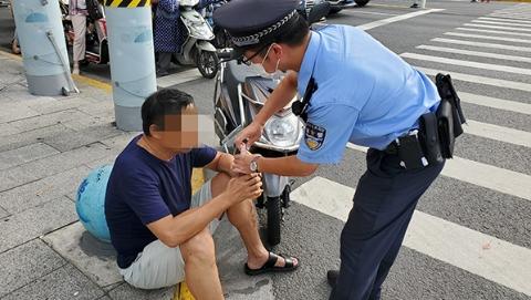 男子低血糖突感乏力不适,警医联动及时救助转危为安