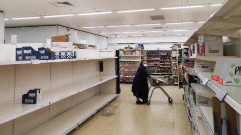 连锁面包店闭店、麦当劳奶昔下架……英国零售业供应链要崩?