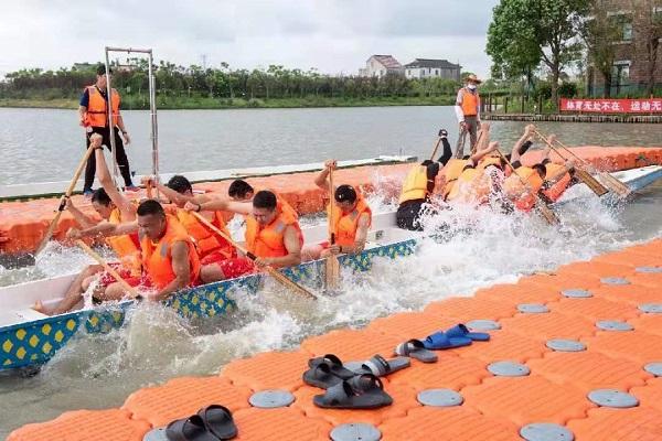 水上拔河比赛.jpg