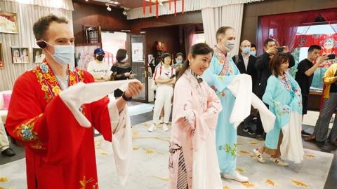 """体验国际社区生活 感受上海城市温度,""""老外讲故事""""俱乐部开启文化之旅"""
