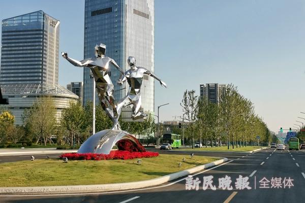 西安全运会场馆前的雕塑-李铭珅.jpg