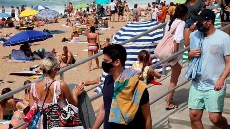 去海滩放飞自我不戴口罩会怎样?罚!