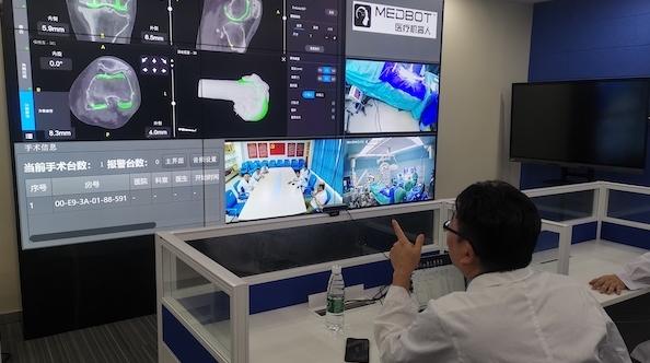 上海九院骨科团队顺利完成首例国产骨科手术机器人5G远程膝关节置换手术