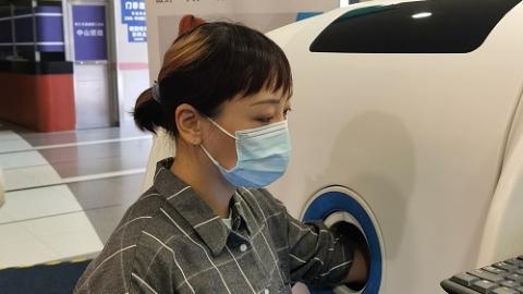 """上海首台智能采血机器人在中山医院""""上岗""""!患者:几乎不痛,太神奇了!"""