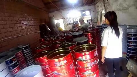 惊现千只油漆桶!宝山警方捣毁假油漆黑色产业链
