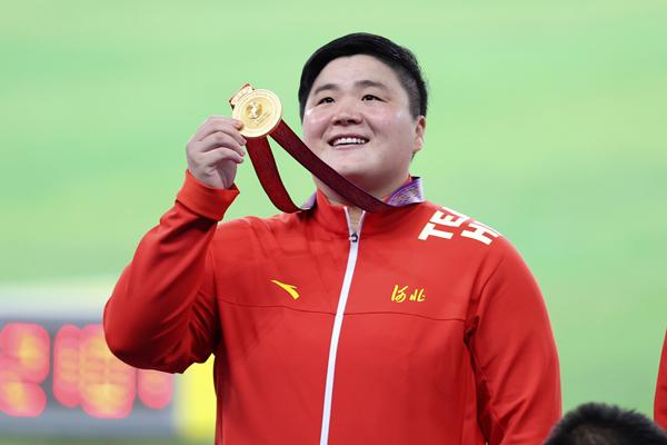 第十四届全运会田径女子铅球颁奖仪式。巩立姣夺得金牌-ic 1302189635651764232_副本.jpg