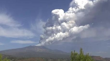 意大利西班牙火山接连喷发
