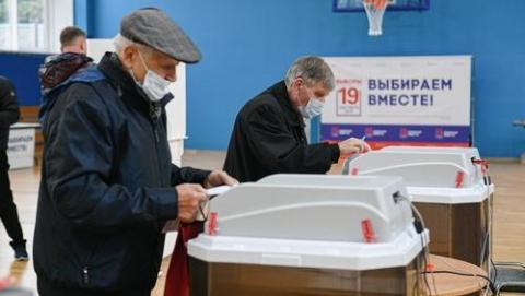 """俄国家杜马选举结果揭晓,统俄党保住""""宪法多数""""地位"""