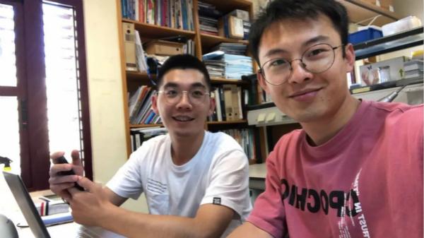 图说:彭茂潇(右)和袁明哲在阿尔加夫大学实验室的合影 采访对象供图.jpg